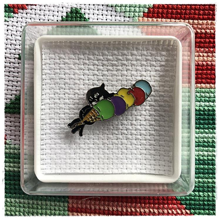 Magnetic Needle Minder Cat & Ice Cream