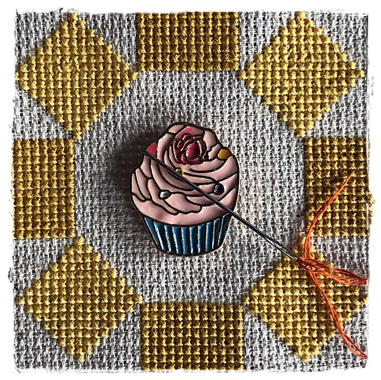 Magnetic Needle Minder Cupcake