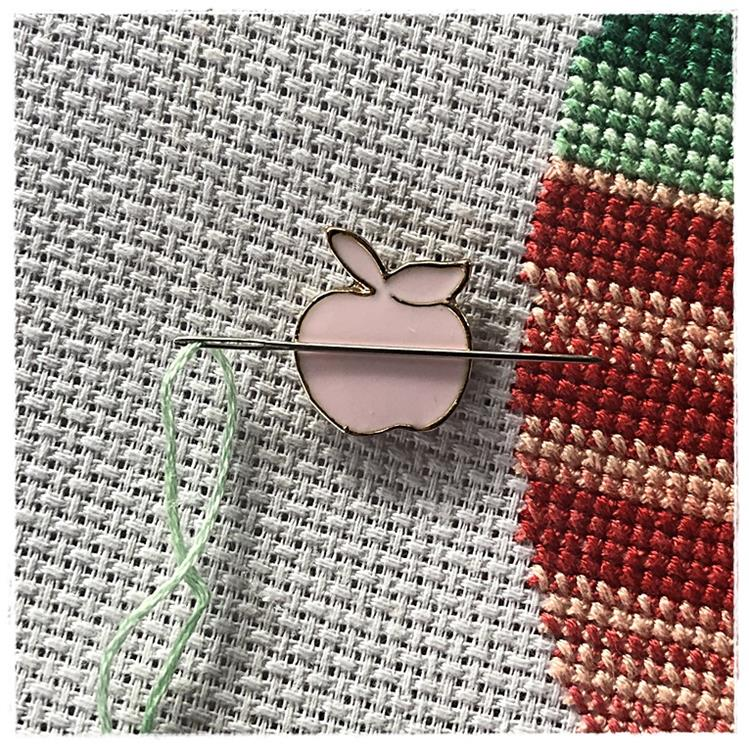 Magnetic Needle Minder Pink Apple
