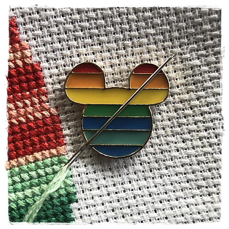 Magnetic Needle Minder Rainbow Mouse